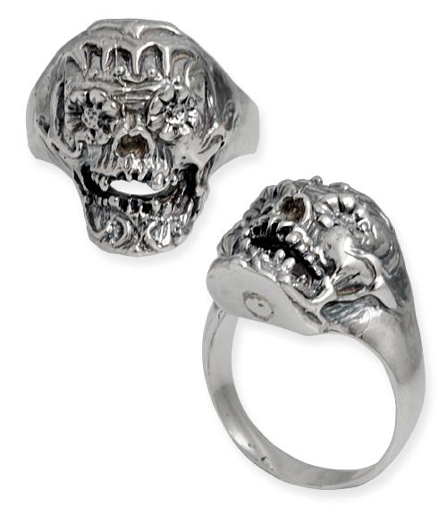 anello con teschio organico e fiori